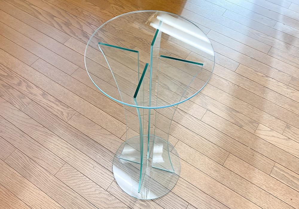 ガラス製のテーブル